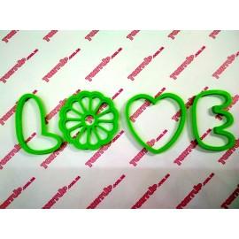 Пластиковая вырубка LOVE ромашка, высота 8см