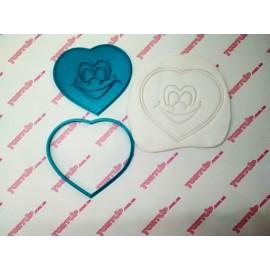Пластиковая вырубка с оттиском Сердце смайлик, 12см