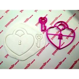 Пластиковая вырубка с оттиском Сердце с ключиком (Замок)  12см