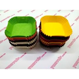 Бумажная форма для конфет и пирожных квадрат цветная 6см 25шт