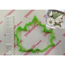 Пластиковая вырубка Кленовый лист №2, 10см
