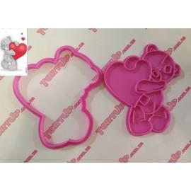 Пластиковая вырубка с оттиском Тедди с сердцем №2, 12см