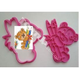 Пластиковая вырубка с оттиском  Мишка с карандашами 12см