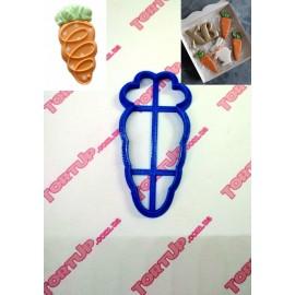 Пластиковая вырубка Морковка 10см