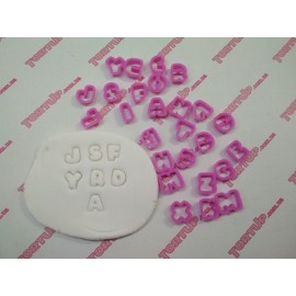 Пластиковая вырубка Алфавит Английский буквы 2см